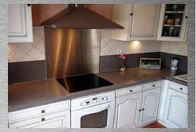 Credence de cuisine autocollante maison design for Plaque inox autocollante