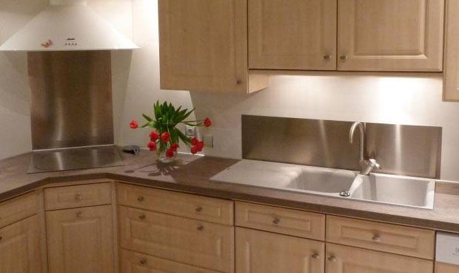 Protection inox cuisine table de cuisine for Plaque inox protection mur cuisine